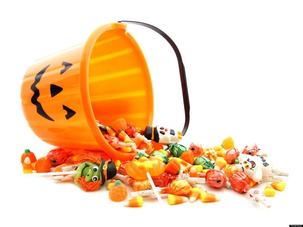 Monstres d'Halloween et chasse aux bonbons
